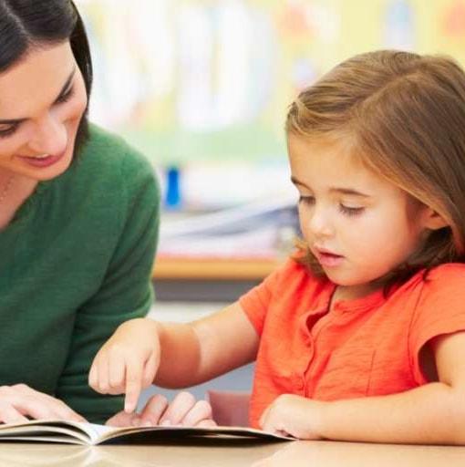 Dlaczego przedszkolaka niewolno uczyć czytać?