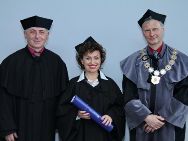 Z  Dziekanem Wydziału Etnografii i Nauk o Edukacji – prof. Uś dr hab. Zenonem Gajdzicą (po prawej) i prof. UŚ dr hab. Krzysztofem Ślezińskim (po lewej)