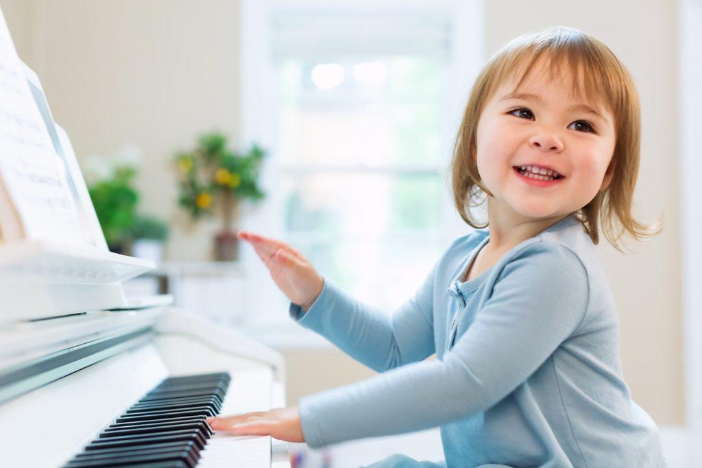 rozwój inteligencji dziecka nauka gry nainstrumencie słuch absolutny