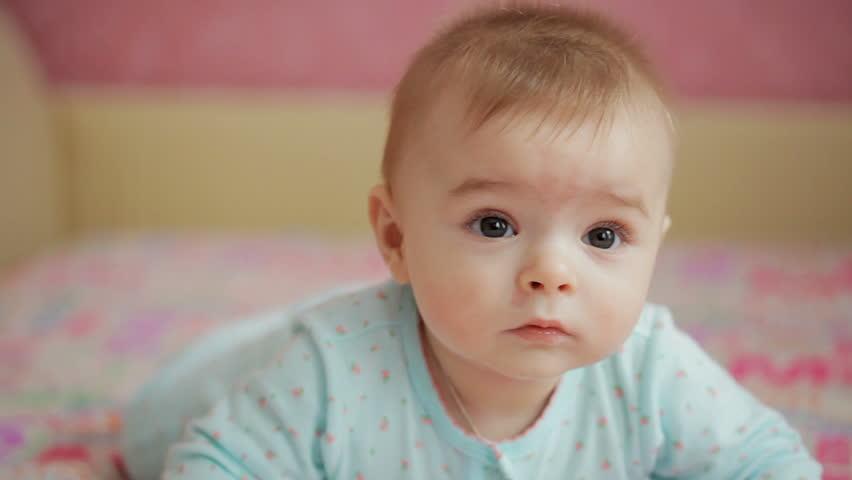 niemowle niepełza co oznacza prawidlowe pełzanie rozwój dziecka pierwszy rok
