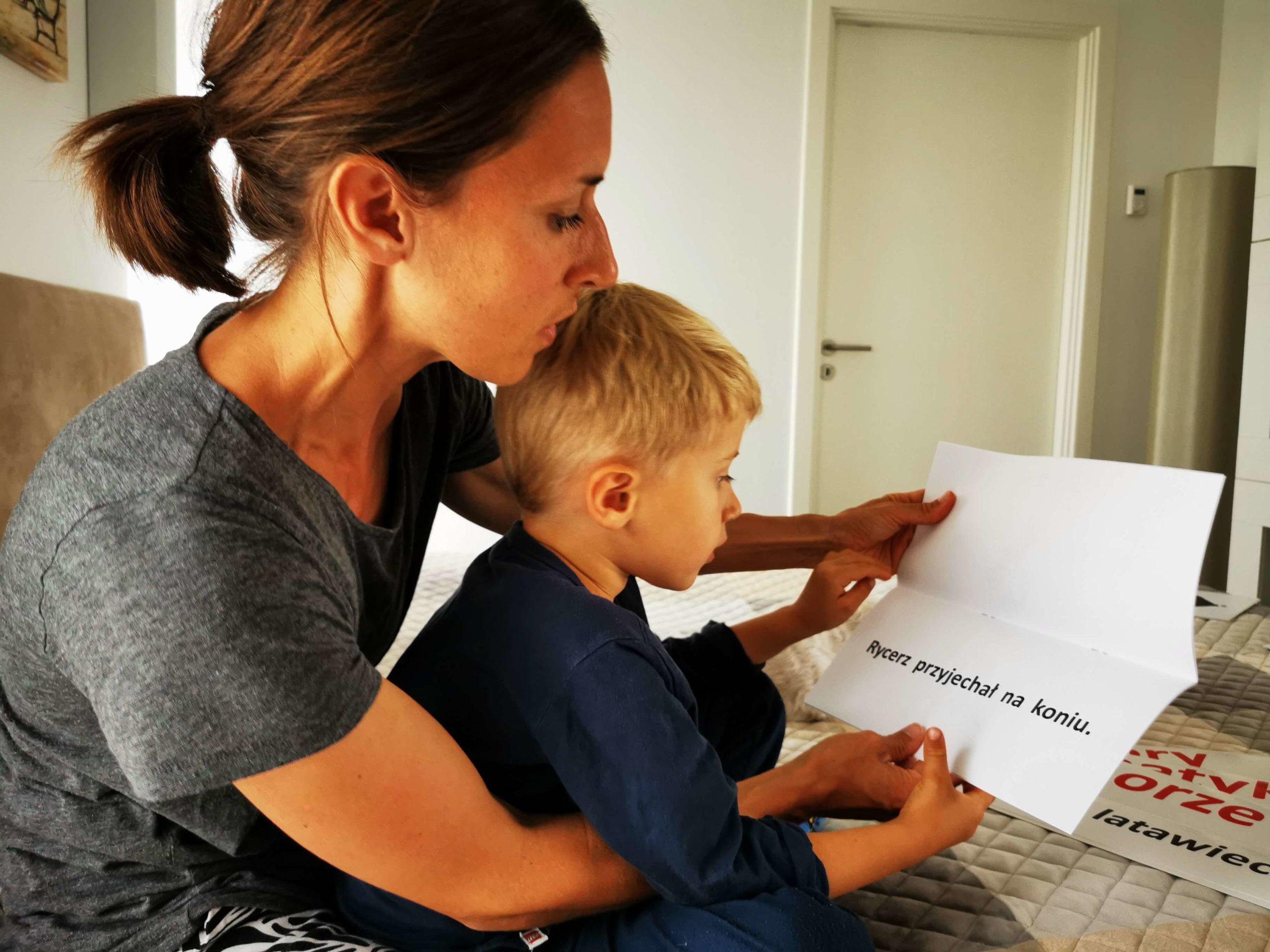 Jak Nauczyć Dziecko Płynnie Czytać Przedszkolak Czyta Książkę DoNauki Czytania