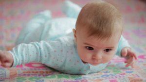 Niemowlę rozwój dziecka 2-6 miesięcy