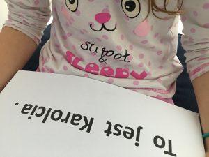 Książki dosamodzielnego czytania idonauki czytania czytanie globalne dziewczynka czyta zdanie