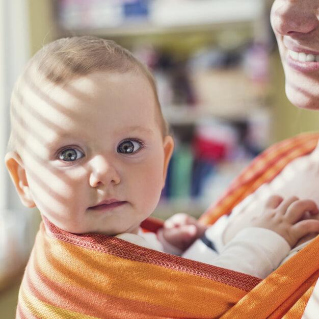 Chusty donoszenia niemowląt wopinii fizjoterapeuty